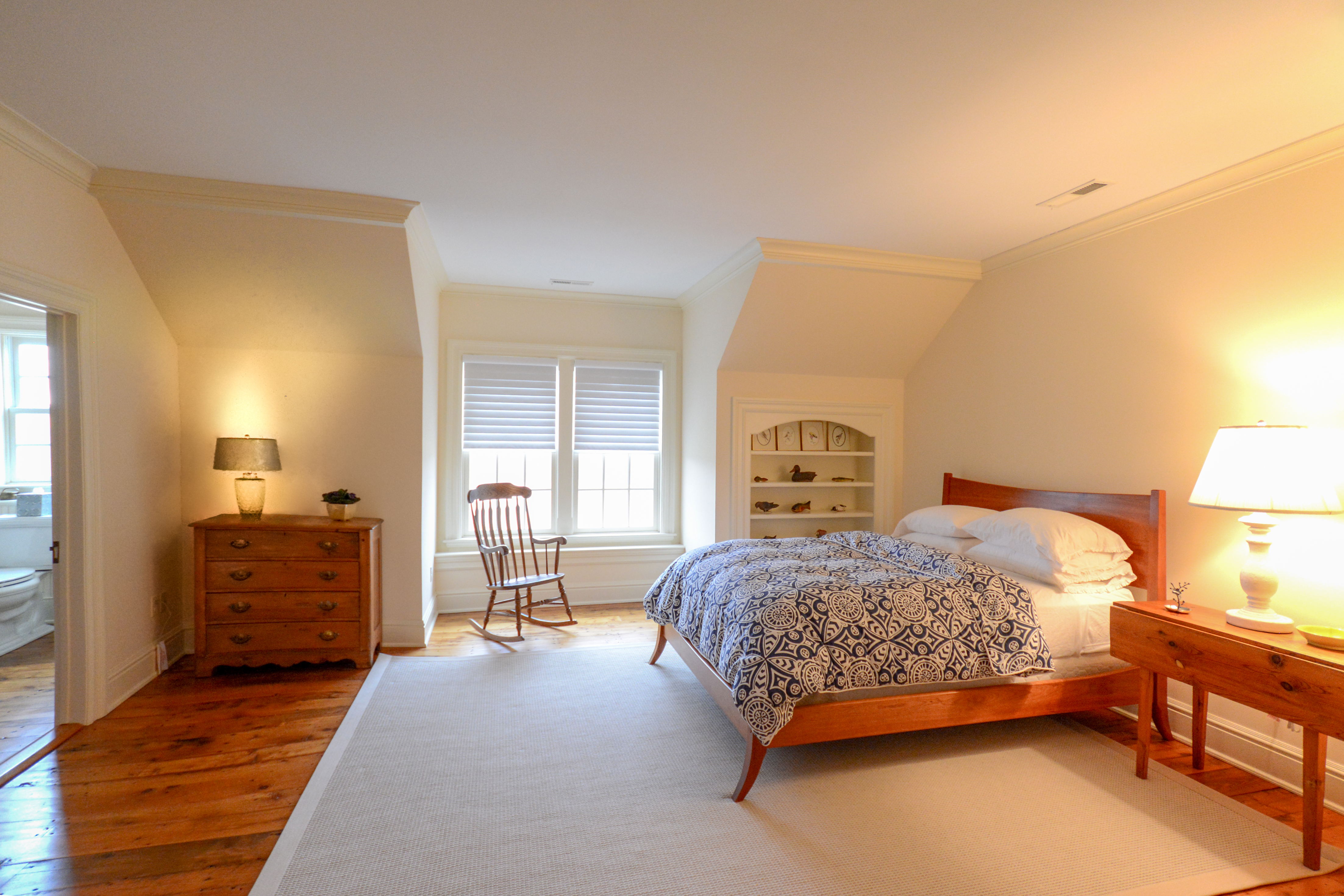 Inra Quilt Guest Room